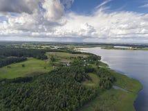 Mening van kleine eilanden op het meer in distri van Masuria en Podlasie- Stock Afbeeldingen