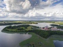 Mening van kleine eilanden op het meer in distri van Masuria en Podlasie- Royalty-vrije Stock Foto's