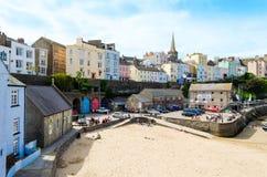 Mening van kleurrijk geschilderde huizen in Tenby, Pembrokeshire – Wales, het Verenigd Koninkrijk Royalty-vrije Stock Foto