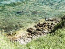 Mening van klip op water van de Zwarte Zee royalty-vrije stock fotografie