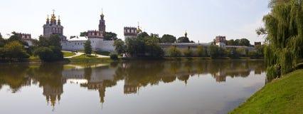 Mening van Klooster Novodevichy in Moskou Stock Afbeeldingen