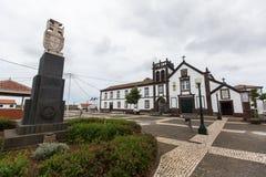 Mening van Klooster van San Francisco (Vila do Porto) Volgens geologische gegevens, is de leeftijd van het eiland 4 oude 8 miljoe Stock Afbeeldingen