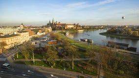 Mening van Koninklijke Wawel-kasteel en Vistula-rivier Royalty-vrije Stock Foto
