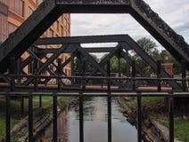 Mening van kreekbrug Stock Foto's