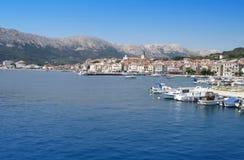 Mening van Kroatische stad Baska stock foto