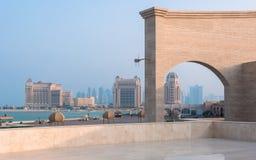 Mening van kustlijn van Katara, Doha, Qatar Stock Afbeeldingen