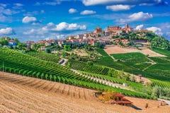 Mening van La Morra in de Provincie van Cuneo, Piemonte, Italië royalty-vrije stock afbeeldingen