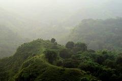 Mening van lagere heuvels vanaf bovenkant van heuvel stock afbeeldingen