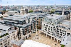 Mening van Londen van hierboven Onze Vadervierkant dat van St Paul Kathedraal wordt gezien stock fotografie
