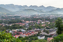Mening van Luang Prabang, Laos van Onderstel Phousi stock foto's
