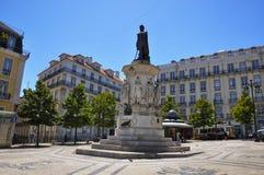 Mening van Luis de Camoes Square dichtbij Bairro-Alt, in de stad van Lissabon, Portugal Stock Foto's