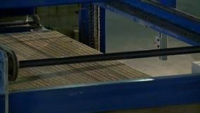 Mening van machine voor sandwichpanelen productie stock videobeelden