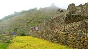 Mening van Machu Picchu in de regenende dag stock footage