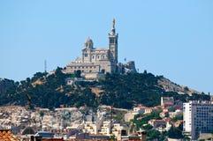 Mening van Marseille en basiliek Notre-Dame DE La GA Stock Afbeelding