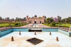 Mening van Mausoleum van Bibipari in Lalbagh-fort, Dhaka, Bangladesh stock foto's