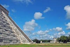 Mening van Mayan Ruïnes van de Stad met Belangrijke Gebouwen Stock Afbeeldingen
