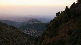 Mening van Mcleod Ganj in India, Dharamsala stock footage