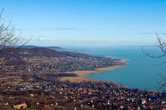 Mening van meer Balaton in wintertijd stock afbeelding