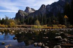 Mening van Merced-rivier in Yosemite Stock Foto's