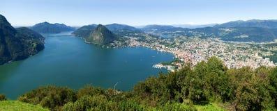 Mening van Monte Bre in de Golf van Lugano Stock Afbeeldingen