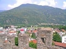 Mening van Montebello-kasteel in Bellinzona, Zwitserland Stock Afbeelding