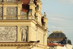Mening van monumenten van de rivier in Praag Stock Fotografie