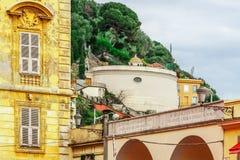 Mening van mooi landschap met Mediterrane luxetoevlucht Stock Foto's