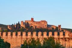 Mening van mooie middeleeuwse stad van Soave, Italië in de avond royalty-vrije stock foto