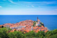Mening van mooie Piran-stad, op de Adriatische Kust, Slovenië royalty-vrije stock fotografie