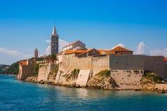 Mening van mooie toevluchtstad Rab op het Eiland Rab in Croati Stock Afbeelding