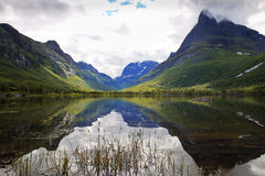 Mening van mooiste de bergvallei van Innerdalen - van Noorwegen Royalty-vrije Stock Afbeeldingen