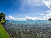 Mening van Moorea-Eiland van Intercontinentaal Toevlucht en Kuuroordhotel in Papeete, Tahiti, Franse Polynesia stock fotografie