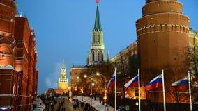 Mening van Moskou het Kremlin bij nacht in de winter, Rusland stock footage