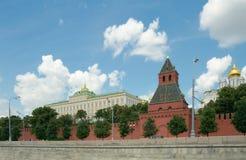 Mening van Moskou het Kremlin van de rivier van Moskou, Rusland Stock Foto