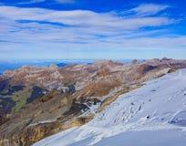 Mening van Mt Titlis in de Zwitserse Alpen in de herfst Royalty-vrije Stock Afbeeldingen