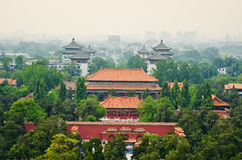 Mening van nevelig Peking van Beihai-Park Royalty-vrije Stock Foto