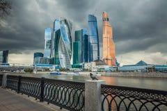 Mening van nieuw commercieel centrum de Stad van Moskou op een bewolkte dag Rusland Stock Foto
