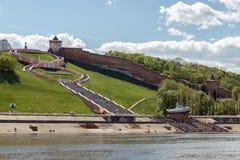Mening van Nizhny Novgorod het Kremlin en Chkalov-Treden van stock afbeeldingen