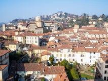 mening van noordwesten van de stad van Bergamo met Castello royalty-vrije stock afbeelding