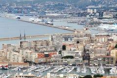 Mening van Notre Dame de la Garde op de haven en de kathedraal van Marseille royalty-vrije stock afbeelding