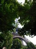 Mening van onderaan aan de Toren van Eiffel Stock Afbeelding