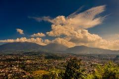 Mening van onderstel Gede van Kasur-heuvel, Indonesië royalty-vrije stock fotografie
