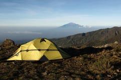 Mening van onderstel Kilimanjaro op een onderstel Meru Stock Afbeelding