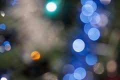 Mening van onscherpe Kerstmislichten stock foto's