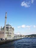 Mening van Ortakoy-moskee en Bosphorus-brug Royalty-vrije Stock Foto's