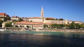 Mening van oud de stadscentrum van Bern met rivier Aare Bern is hoofd van Zwitserland en vierde meest dichtbevolkte stad in Zwits stock videobeelden