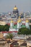 Mening van oude Europese stad van hoogte van de vlucht van de vogel Heilige Petersburg, Rusland, Noordelijk Europa Royalty-vrije Stock Fotografie
