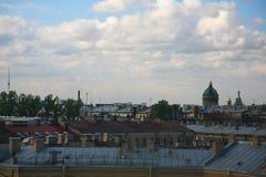 Mening van oude Europese stad van hoogte van de vlucht van de vogel Heilige Petersburg, Rusland, Noordelijk Europa Royalty-vrije Stock Afbeeldingen