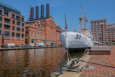 Mening van oude gebouwen in de haven van Baltimore stock foto