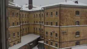 Mening van oude gevangenis stock video